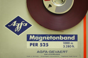 AGFA Magnettonband vom Typ PER 525 aus den 1970er Jahren. (Foto: 113 zehn, Wikipedia, CC BY-SA 3.0)