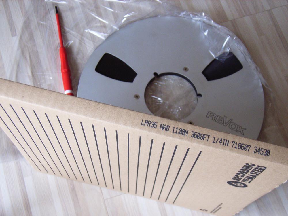 Alte Metallspule mit neuem Tonband