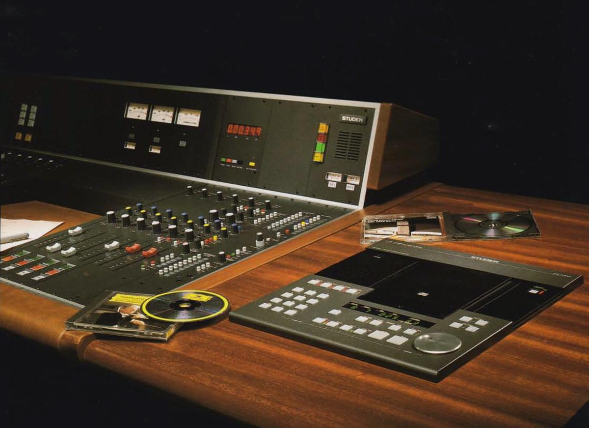 STUDER A730 - eingebaut in das Studio-Möbel