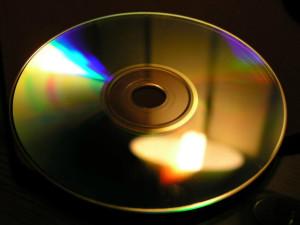 Die Compact Disc (CD). (Foto: Luis Fernández García / Wikipedia)