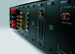 ReVox M51 - Anschlüsse an der Rückseite mit viel Platz für neue Module die sich einfach einstecken lassen.