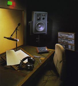 Ein von STUDER schlüsselfertig geliefertes Rundfunkstudio (Sprecherkabine) sah 1990 z.B. so aus...